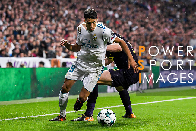 Achraf Hakimi of Real Madrid (L) fights for the ball with Jan Vertonghen of Tottenham Hotspur FC (R) during the UEFA Champions League 2017-18 match between Real Madrid and Tottenham Hotspur FC at Estadio Santiago Bernabeu on 17 October 2017 in Madrid, Spain. Photo by Diego Gonzalez / Power Sport Images