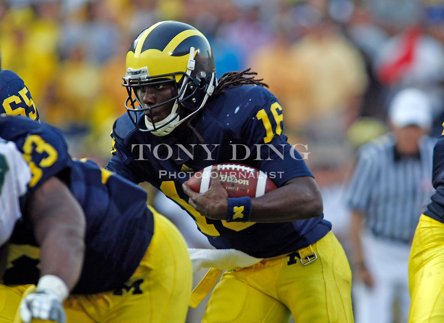 Michigan quarterback Denard Robinson (16) looks for holes in his offensive line rushing in the fourth quarter of an NCAA college football game with Michigan State, Saturday, Oct. 9, 2010, in Ann Arbor. Michigan State won 34-17. (AP Photo/Tony Ding)