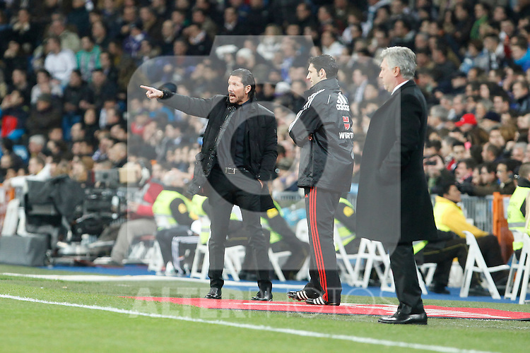 Real Madrid´s coach Ancelotti (R) and Atletico de Madrid´s  coach Simeone (L) during King´s Cup (Copa del Rey) semifinal match in Santiago Bernabeu stadium in Madrid, Spain. February 05, 2014. (ALTERPHOTOS/Victor Blanco)