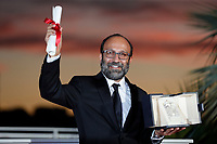 CANNES, FRANCE - JULY 17: Asghar Farhadi poses with the 'Grand Prix' Ex-Aequo for 'A Hero' during the 74th annual Cannes Film Festival on July 17, 2021 in Cannes, France. <br /> CAP/GOL<br /> ©GOL/Capital Pictures