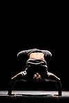 AIR POSE..Auteur : CARON Delphine..Choregraphie : CARON Delphine..Mise en scene : CARON Delphine..Compagnie : Compagnie Point Zero..Lumiere : PROSPER Nicolas..Avec :..BOUMHANI Wahid..DUPRAT Arnaud..CARON Delphine..LUCE Franck dit Franqey..LUCE Pascal..TUY Alex dit Rotha..Lieu : Theatre National de Chaillot..Ville : Paris..Le : 29 10 2010..Laurent PAILLIER / www.photosdedanse.com..All Rights reserved