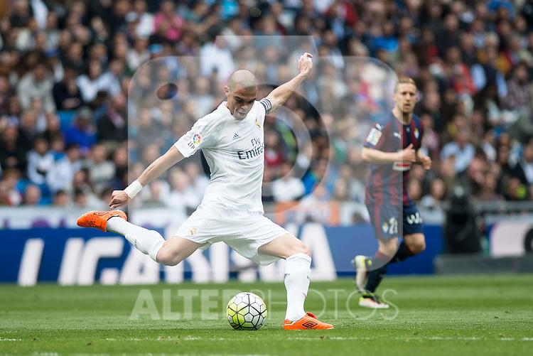 Real Madrid's Pepe during La Liga match. April 09, 2016. (ALTERPHOTOS/Borja B.Hojas)