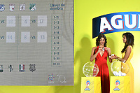 BOGOTA – COLOMBIA – 24 – 01 - 2018: Unas modelos muestran las fichas de los equipos, durante el sorteo de Dimayor para el campeonato de la Liga Aguila I 2018. / Some models show the chips of the teams, during the draw for Dimayor for the championship of the League Aguila I 2018. Photo: VizzorImage / Luis Ramírez / Staff.