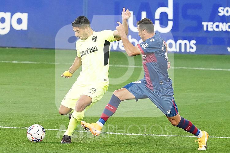 SD Huesca's Pedro Lopez (r) and Atletico de Madrid's Luis Suarez during La Liga match. September 30,2020. (ALTERPHOTOS/Acero)