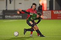 FC GULLEGEM - SPARTA PETEGEM :<br /> stevig duel tussen Jarne Jodts (R) en Rienes Vanborm (L)<br /> <br /> Foto VDB / Bart Vandenbroucke