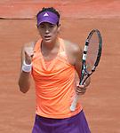 Garbine Muguruza (ESP) defeats Serena Williams 6-2, 6-2
