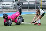 v.li.: Lisa Schneider (Torwart, MHC, 21) klärt gegen Charlotte von Hülsen (Mülheim, 11), Penalty shoot-out, Penaltyschießen, Entscheidung, Aktion, Action, Spielszene, pariert den Ball, Parade, Glanzparade, hält den Ball, Zweikampf, 01.05.2021, Mannheim  (Deutschland), Hockey, Deutsche Meisterschaft, Viertelfinale, Damen, Mannheimer HC - HTC Uhlenhorst Mülheim <br /> <br /> Foto © PIX-Sportfotos *** Foto ist honorarpflichtig! *** Auf Anfrage in hoeherer Qualitaet/Aufloesung. Belegexemplar erbeten. Veroeffentlichung ausschliesslich fuer journalistisch-publizistische Zwecke. For editorial use only.