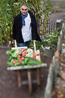 Europe/France/Bretagne/56/Morbihan/La Gacilly: Gilles Le Gallès Chef du Restaurant: La Grée des Landes, Eco-Hôtel Spa Yves Rocher  dans le potager bio du restaurant [Non destiné à un usage publicitaire - Not intended for an advertising use]