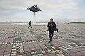 Il fotografo sassarese Marco Crillissi ha vissuto per alcuni anni ad Izmir, in Turchia.  Durante la sua permanenza nel paese ha organizzato diverse mostre fotografiche e collaborato con istituzioni culturali turche e italiane. Qui è fotografato al lavoro  sul lungomare della città turca.