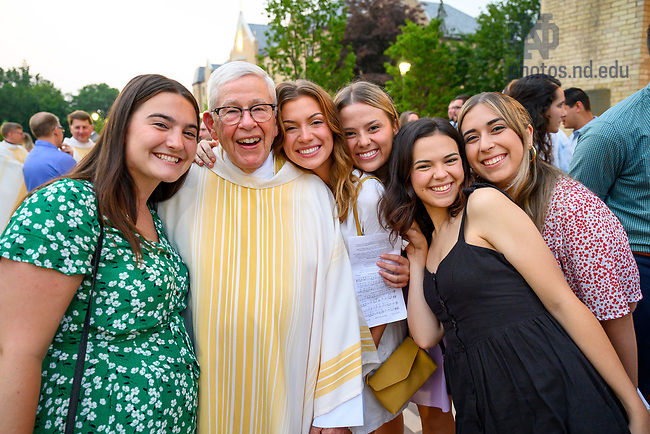 July 22, 2021; Rev. Joe Carey, C.S.C. poses for photos with ACE graduates after the 2021 ACE Missioning Mass. (Photo by Matt Cashore/University of Notre Dame)