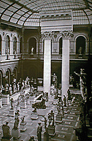 School of Fine Arts in Paris. The covered courtyard of the palace of studies around 1900 with the columns of the Parthenon and the Temple of Jupiter Stator in Rome.