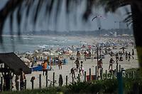 RIO DE JANEIRO, RJ, 17.05.2014 - CLIMA TEMPO / BARRA DA TIJUCA - Dia de sol com poucas nuvens neste sabado na Barra da Tijuca  no Rio de Janeiro. (Foto: Tercio Teixeira / Brazil Photo Press).