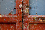 via santa apollinare porte, portoni, maniglie e serrature di sassari, Italia<br /> doors, handles and locks in Sassari, Italy