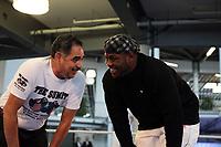 Herausforderer Samuel Peter (NIG) mit Trainer Abel Sanchez