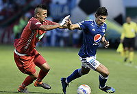 TUNJA -COLOMBIA, 29-07-2018. Jerson Malagon (Izq) jugador de Patriotas Boyacá disputa el balón con Roberto Ovelar (Der) jugador de Millonarios durante partido por la fecha 2 de la Liga Águila II 2018 realizado en el estadio La Independencia en Tunja. / Jerson Malagon (L) player of Patriotas Boyaca fights for the ball with Roberto Ovelar (R) player of Millonarios during match for the date 2 of Aguila League II 2018 at La Independencia stadium in Tunja. Photo: VizzorImage/ Gabriel Aponte / Staff