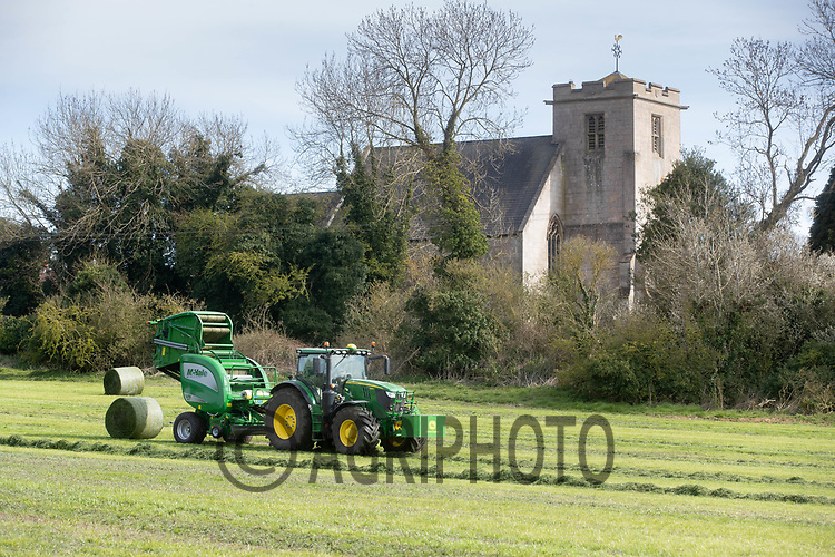 26-4-2021 Baling silage in the Lincolnshire Wolds<br /> ©Tim Scrivener Photographer 07850 303986<br />      ....Covering Agriculture In The UK....