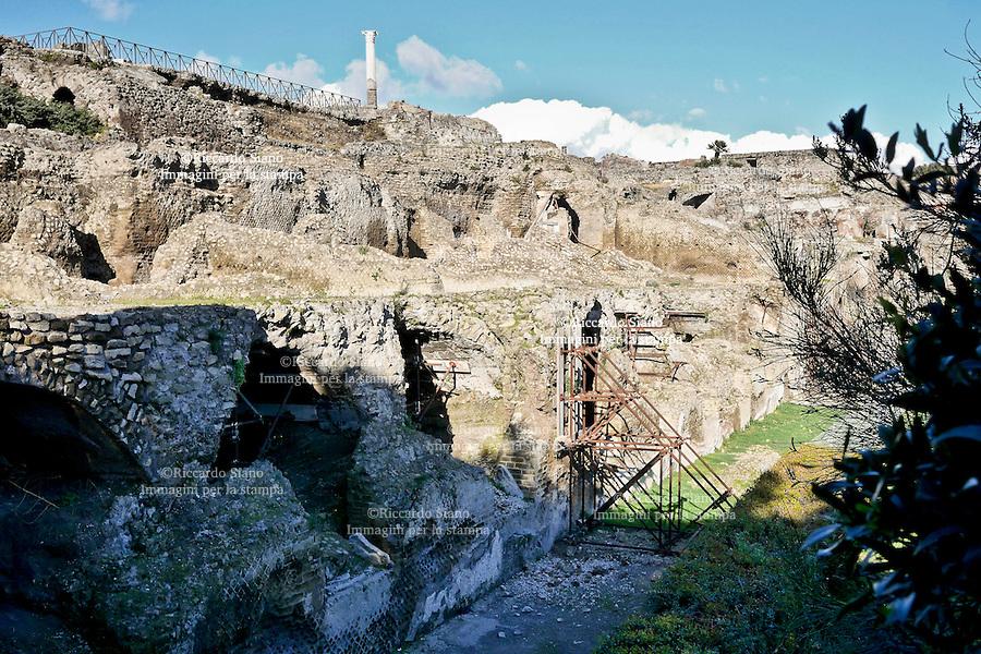 - NAPOLI 3 MAR  2014 - Cedimento  ieri, negli Scavi di Pompei.  NELLA FOTO il crollo all'interno del tempio di Venere