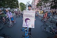 """""""Critical Mass"""" in Berlin.<br /> Weit ueber 1.000 Radfahrer beteiligten sich an einer """"Critical Mass-Aktion"""", bei der Menschen mit dem Rad durch Berlin fuhren um fuer ein bessere Fahrradpolitik in Berlin demonstrierten. Eine """"Critical Mass"""" findet an jedem Freitag im Monat statt.<br /> Im Bild: Fabio Reinhardt von der Piratenpartei.<br /> 26.8.2016, Berlin<br /> Copyright: Christian-Ditsch.de<br /> [Inhaltsveraendernde Manipulation des Fotos nur nach ausdruecklicher Genehmigung des Fotografen. Vereinbarungen ueber Abtretung von Persoenlichkeitsrechten/Model Release der abgebildeten Person/Personen liegen nicht vor. NO MODEL RELEASE! Nur fuer Redaktionelle Zwecke. Don't publish without copyright Christian-Ditsch.de, Veroeffentlichung nur mit Fotografennennung, sowie gegen Honorar, MwSt. und Beleg. Konto: I N G - D i B a, IBAN DE58500105175400192269, BIC INGDDEFFXXX, Kontakt: post@christian-ditsch.de<br /> Bei der Bearbeitung der Dateiinformationen darf die Urheberkennzeichnung in den EXIF- und  IPTC-Daten nicht entfernt werden, diese sind in digitalen Medien nach §95c UrhG rechtlich geschuetzt. Der Urhebervermerk wird gemaess §13 UrhG verlangt.]"""