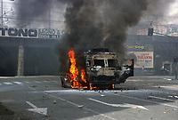 - demonstrations against the international G8 summit in Genoa, July 2001, riots between police and demonstrators <br /> <br /> - manifestazioni contro il summit internazionale G8 a Genova nel luglio 2001, scontri fra polizia e dimostranti