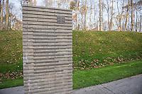"""Auf dem Gelaende des Einsatzfuehrungskommando der Bundeswehr, der Henning-von-Tresckow-Kaserne bei Potsdam, wurde ein Ehrenhain zum Gedenken an die im Einsatz verstorbenen Bundeswehrangehoerigen eingerichtet. In diesem """"Wald der Erinnerunge"""" sind die Gedenkhaine aus den Einsatzgebieten der Bundeswehr errichtet worden. Zum Teil originalgetreu nachgebildet von den Orten in denen die Bundeswehr eingesetzt war und Angehoerige verstorben sind<br /> Im Bild: Ser """"Weg der Erinnerung"""" mit Stelen auf denen die Namen verstorbener Bundeswehrangehoeriger stehen.<br /> 14.11.2014, Potsdam<br /> Copyright: Christian-Ditsch.de<br /> [Inhaltsveraendernde Manipulation des Fotos nur nach ausdruecklicher Genehmigung des Fotografen. Vereinbarungen ueber Abtretung von Persoenlichkeitsrechten/Model Release der abgebildeten Person/Personen liegen nicht vor. NO MODEL RELEASE! Don't publish without copyright Christian-Ditsch.de, Veroeffentlichung nur mit Fotografennennung, sowie gegen Honorar, MwSt. und Beleg. Konto: I N G - D i B a, IBAN DE58500105175400192269, BIC INGDDEFFXXX, Kontakt: post@christian-ditsch.de<br /> Urhebervermerk wird gemaess Paragraph 13 UHG verlangt.]"""