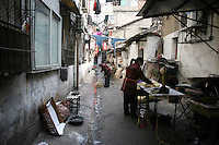 CHINA. Hubei Province. Wuhan. Daily life in the backstreets of Wuhan. Wuhan (population 4.3 million) is a sprawling city that sits on both sides of the Yangtze River. 2008.