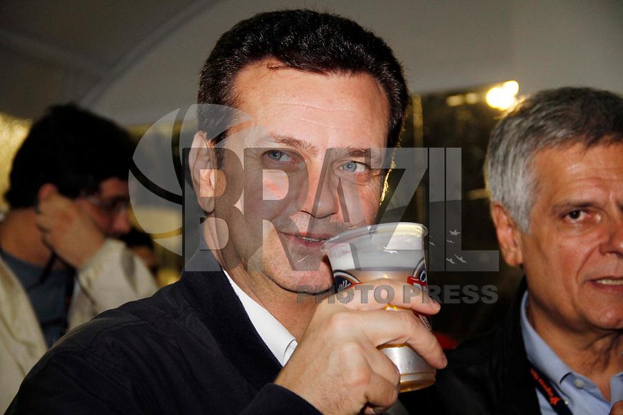 SÃO PAULO, SP, 04 DE MARÓ DE 2011 - CARNAVAL 2011 - O prefeito de São Paulo Gilberto Kassab ao lado do presidente da SPTuris durante visita a Camarotes do Carnaval de São Paulo, no Sambódromo do Anhembi região norte da capital paulista. (FOTO: VANESSA CARVALHO / NEWS FREE).