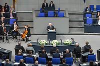 Der Bundestag erinnert am Donnerstag  den 31. Januar 2019 in einer Gedenkstunde an die Opfer des Nationalsozialismus. Der israelische Historiker Saul Friedlaender (im Bild am Rednerpult) hielt die Hauptrede. Der 1932 geborene Friedlaender ueberlebte den Holocaust im Versteck. Seine Eltern wurden in Auschwitz ermordet. Friedlaender forschte vor allem zur Geschichte des Nationalsozialismus und zum Schicksal der europaeischen Juden.<br /> Der Bundestag gedenkt traditionell zum Holocaust-Gedenktag der Millionen Opfer des Nazi-Regimes. Am 27. Januar 1945 befreiten Soldaten der Roten Armee das Vernichtungslager Auschwitz.<br /> 31.1.2019, Berlin<br /> Copyright: Christian-Ditsch.de<br /> [Inhaltsveraendernde Manipulation des Fotos nur nach ausdruecklicher Genehmigung des Fotografen. Vereinbarungen ueber Abtretung von Persoenlichkeitsrechten/Model Release der abgebildeten Person/Personen liegen nicht vor. NO MODEL RELEASE! Nur fuer Redaktionelle Zwecke. Don't publish without copyright Christian-Ditsch.de, Veroeffentlichung nur mit Fotografennennung, sowie gegen Honorar, MwSt. und Beleg. Konto: I N G - D i B a, IBAN DE58500105175400192269, BIC INGDDEFFXXX, Kontakt: post@christian-ditsch.de<br /> Bei der Bearbeitung der Dateiinformationen darf die Urheberkennzeichnung in den EXIF- und  IPTC-Daten nicht entfernt werden, diese sind in digitalen Medien nach §95c UrhG rechtlich geschuetzt. Der Urhebervermerk wird gemaess §13 UrhG verlangt.]