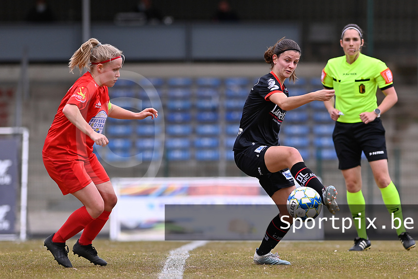 Jana Simons (8) of Woluwe and Amber De Priester (6) of Zulte-Waregem  pictured during a female soccer game between FC Femina White Star Woluwe and SV Zulte Waregem on the fifth matchday of play off 2 in the 2020 - 2021 season of Belgian Scooore Womens Super League , Saturday 8 th of May 2021  in Woluwe , Belgium . PHOTO SPORTPIX.BE | SPP | DAVID CATRY