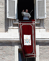 Papa Francesco saluta i fedeli durante l'Angelus domenicale, affacciato dalla finestra del suo studio in Piazza San Pietro, Citta' del Vaticano, 25 giugno, 2017.<br /> Pope Francis waves to the crowd during his Sunday Angelus noon prayer from the window of his studio overlooking St.Peter's Square, at the Vatican, on June 25, 2017.<br /> UPDATE IMAGES PRESS/Isabella Bonotto<br /> <br /> STRICTLY ONLY FOR EDITORIAL USE