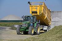 CROATIA, Osijek, Biogas Company / KROATIEN, Osjek, Biogasanlage, Anlieferung von Maissubstrat