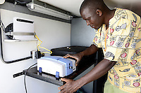KENYA, County Bungoma, Mabanga, agricultural training institute, mobile soil testing lab, soil sample scanner / KENIA, landwirtschaftliches Traningszentrum, mobiles Bodentest und Analyse Labor, Scanner fuer Bodenproben