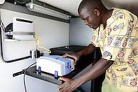 KENYA, County Bungoma, Mabanga, agricultural training institute, mobile soil testing lab, soil sample scanner / KENIA, landwirtschaftliches Traningszentrum, mobiles Bodentest und Analyse Labor, Scanner fuer Bodenproben