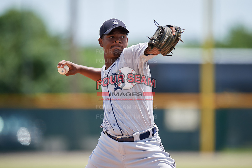 GCL Tigers West pitcher Sandel De La Cruz (26) warms up on a side field during a game against the GCL Pirates on August 13, 2018 at Pirate City Complex in Bradenton, Florida.  GCL Tigers West defeated GCL Pirates 5-1.  (Mike Janes/Four Seam Images)