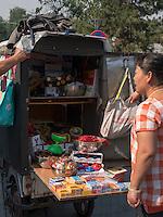 Straßenhändler beim Trommelturm, Peking, China, Asien<br /> street vendor near drum tower, Beijing, China, Asia
