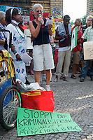 """Kundgebung gegen Polizeikontrollen im Goerlitzer Park in Berlin-Kreuzberg.<br />Ca. 150 Menschen protestierten am Donnerstag den 1. August 2013 in Berlin-Kreuzberg gegen die ihrer Meinung nach rassistischen Drogenkontrollen im Goerlitzer Park, bei denen die Polizei gezielt gegen Menschen mit dunkler Haut vorgeht. Dabei kommt es immer wieder zu rassistischen Ausfaellen von Seiten der Polizei und etliche Menschen wurden bei diesen Kontrollen von der Polizei verletzt. Drogen wurden bei den Kontrollen nur in geringem Masse beschagnahmt.<br />Menschen mit heller Haut werden von der Polizei nicht kontrolliert.<br />Die Kundgebungsteilnehmer forderten ein Ende dieses sog. """"Racial Profiling"""".<br />Im Bild: Eine Anwohnerin berichtet von Polizeikontrollen, bei denen gewalttaetig gegen Menschen mit dunkler Haut vorgegangen wurde und die Polizei von ihr verlangt hat, sie solle verschwinden.<br />1.8.2013, Berlin<br />Copyright: Christian-Ditsch.de<br />[Inhaltsveraendernde Manipulation des Fotos nur nach ausdruecklicher Genehmigung des Fotografen. Vereinbarungen ueber Abtretung von Persoenlichkeitsrechten/Model Release der abgebildeten Person/Personen liegen nicht vor. NO MODEL RELEASE! Don't publish without copyright Christian-Ditsch.de, Veroeffentlichung nur mit Fotografennennung, sowie gegen Honorar, MwSt. und Beleg. Konto:, I N G - D i B a, IBAN DE58500105175400192269, BIC INGDDEFFXXX, Kontakt: post@christian-ditsch.de<br />Urhebervermerk wird gemaess Paragraph 13 UHG verlangt.]"""