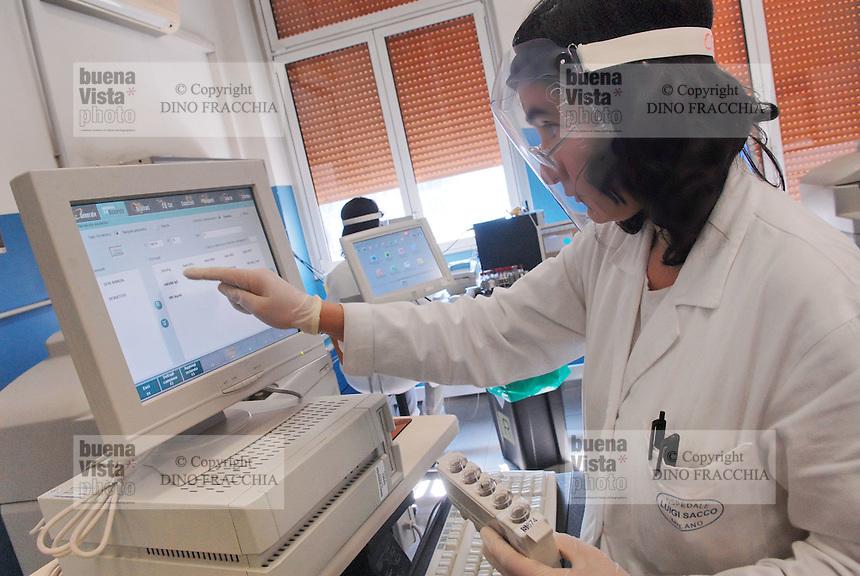 - Milano, ospedale Sacco, laboratorio di biologia per ricerche sulle malattie infettive<br /> <br /> - Milano (Italy), hospital Sacco, laboratory of Biology for searches on the infectious diseases.
