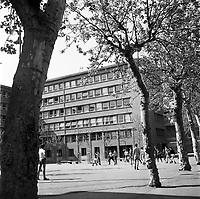 27 Avril 1964. Vue de la cour du lycée Pierre de Fermat.