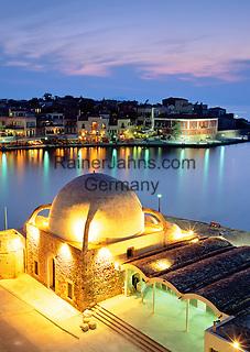 Greece, Crete, Chania: View over Harbour & Mosque at Night | Griechenland, Kreta, Chania: Venezianischer Hafen und Moschee am Abend