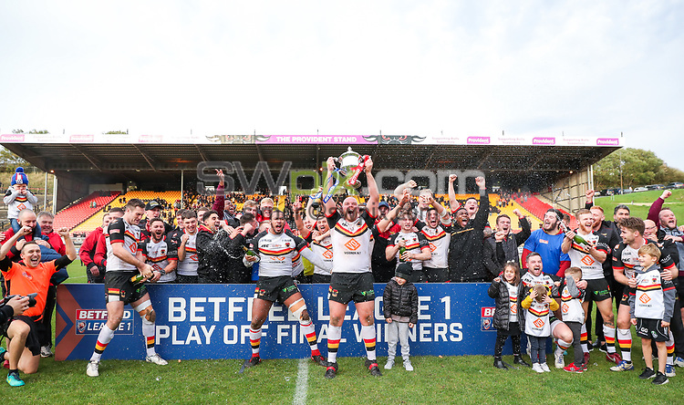 Picture by Alex Whitehead/SWpix.com - 07/10/2018 - Rugby League - Betfred League 1 Promotion Play-off - Bradford Bulls v Workington Town - Odsal Stadium, Bradford, England - Bradford celebrate winning promotion to the Championship.