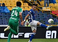 BOGOTÁ-COLOMBIA, 17–08-2019: Oscar Barreto de Millonarios y Juan Mahecha de La Equidad disputan el balón, durante partido entre Millonarios y La Equidad de la fecha 6 por la Liga Águila II 2019  jugado en el estadio Nemesio Camacho El Campín de la ciudad de Bogotá. / Oscar Barreto of Millonarios and Juan Mahecha of La Equidad figth for the ball, during a match between Millonarios and La Equidad of the 6th date for the Aguila Leguaje II 2019 played at the Nemesio Camacho El Campin Stadium in Bogota city, Photo: VizzorImage / Luis Ramírez / Staff.
