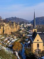 Bock-Kasematten, Alzette und Abtei Neumünster in Grund, Luxemburg-City, Luxemburg, Europa, UNESCO-Weltkulturerbe<br /> Bock Casemate, Alzette and Abbey Neumünster, Luxembourg City, Europe, UNESCO Heritage Site