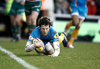 Photo: Richard Lane/Richard Lane Photography. Leicester Tigers v London Wasps. Aviva Premiership. 14/04/2013 Wasps' Elliot Daly dives in for a try.