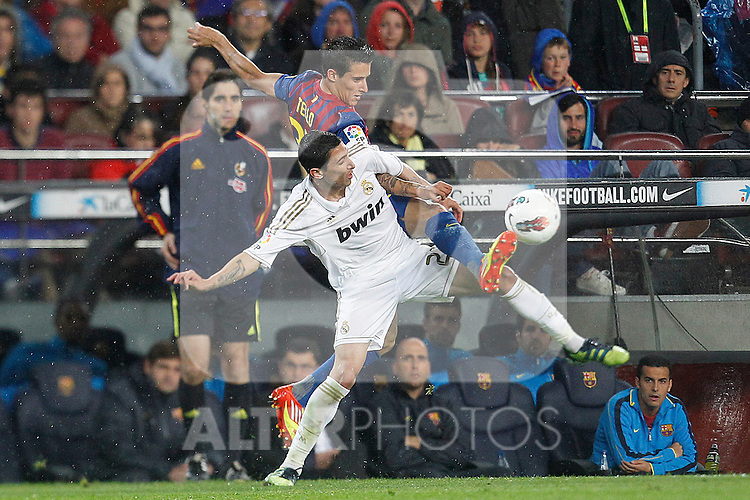Barcelona's Tello and Real Madrid's Angel di Maria during la liga match on april 21st 2012...Photo: Cesar Cebolla / ALFAQUI