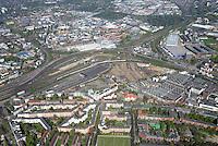Mitte Altona: EUROPA, DEUTSCHLAND, HAMBURG, (EUROPE, GERMANY), 19.04.2014: Noerdlich des Bahnhof Hamburg-Altona erstreckt sich ein circa 30 Hektar grosses Gelaende  zum Teil Brachflaeche, ehemaliger Gueterbahnhof und Lagerflaeche der Holstenbrauerei  dass durch mehrere Gleise des Fernverkehrs und der Hamburger S-Bahn durchschnitten wird.<br /> Seit Jahren gibt es Ueberlegungen und Planungen, dieses Gelaende einer neuen Nutzung zu ueberfuehren. Grundlage für diese Planspiele ist die Verlegung des Fernbahnhofs Altona in einen Bereich noerdlich dieses Gebiets, vermutlich auf der Hoehe der S-Bahn-Station Diebsteich. Damit wuerde ein guter Teil der Gleis- und Bahnbetriebsflaechen frei werden und eine geschlossene Flaeche entstehen, die neu geplant und bebaut werden koennte.