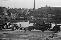 Photo from the NIOD's Huizinga collection. After their surrender, German soldiers prepare to leave The Hague with their vehicles and artillery full of bicycles.