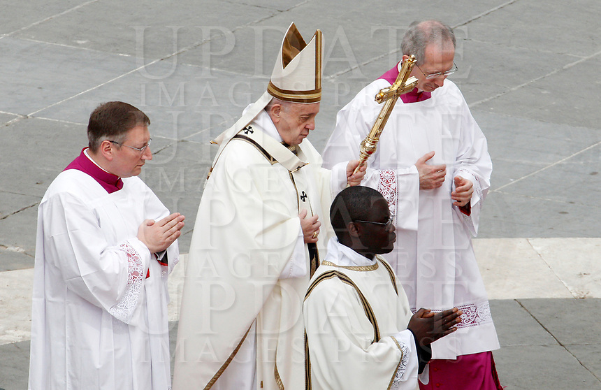 Pope Francis celebrates the Easter mass in St. Peter's Square at the Vatican, April 21, 2019.<br /> UPDATE IMAGES PRESS/Riccardo De Luca<br /> <br /> STRICTLY ONLY FOR EDITORIAL USE