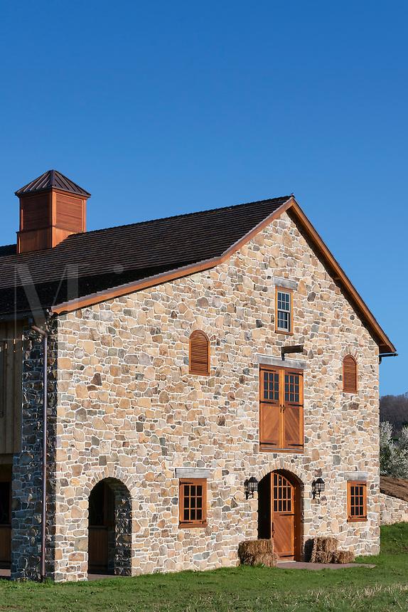 New stone barn construction, Pennsylvania, USA