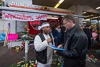 Am Freitag den 17. Oktober 2014 wurde der 46. jaehrige Ali M. (links im Bild) mit seinem Blumenladen in der Falkenseer Chaussee 239 in Berlin-Spandau von der EDEKA-Reichelt Gruppe zwangsgeraeumt. Trotz Gespraechsangeboten durch den Blumenladenbesitzer und Freunde, war die Marktleiterin nicht zu einem Einlenken zu ueberreden.<br /> Nachdem der Gerichtsvollzieher (rechts im Bild) die Raeumung vollzogen hatte, ging der Mann auf das Dach eines nahegelegenen Wohnhauses und drohte damit Suizid zu begehen. Die Polizei war mit einem Sondereinsatzkommando (SEK) im Einsatz.<br /> 17.10.2014, Berlin<br /> Copyright: Christian-Ditsch.de<br /> [Inhaltsveraendernde Manipulation des Fotos nur nach ausdruecklicher Genehmigung des Fotografen. Vereinbarungen ueber Abtretung von Persoenlichkeitsrechten/Model Release der abgebildeten Person/Personen liegen nicht vor. NO MODEL RELEASE! Don't publish without copyright Christian-Ditsch.de, Veroeffentlichung nur mit Fotografennennung, sowie gegen Honorar, MwSt. und Beleg. Konto: I N G - D i B a, IBAN DE58500105175400192269, BIC INGDDEFFXXX, Kontakt: post@christian-ditsch.de<br /> Urhebervermerk wird gemaess Paragraph 13 UHG verlangt.]