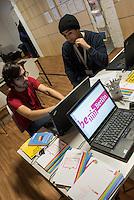 Eroeffnung des ersten Willkommen-in-Arbeit-Bueros fuer Fluechtlinge in der Sammelunterkunf im Gebaeude des ehemaligen Flughafen Tempelhof.<br /> Die Willkommen-in-Arbeit-Bueros werden vor Ort in den Sammelunterkuenften fuer Gefluechtete eingerichtet und koordinieren Beratungsangebote fuer Ausbildung und Beschaeftigung des Landes Berlin, wie Integrationslotsinnen und -lotsen, Bildungsberaterinnen und -berater und Sozialarbeiterinnen und Sozialarbeiter der Unterkuenfte, aber auch Angebote der Bundesagentur für Arbeit.<br /> Eröffnet wurde das Willkommen-in-Arbeit-Buero unter anderem durch die Buergermeisterin und Senatorin fuer Arbeit, Integration und Frauen Dilek Kolat und dem Integrationsbeauftragten des Senats Andreas Germershausen.<br /> Im Bild: Die Sprachmittler Nour Issa (links) und Mohammad Ahmad (rechts). Beide sind Fluechtlinge aus Syrien und haben dort Programmierer gelernt.<br /> 27.1.2016, Berlin<br /> Copyright: Christian-Ditsch.de<br /> [Inhaltsveraendernde Manipulation des Fotos nur nach ausdruecklicher Genehmigung des Fotografen. Vereinbarungen ueber Abtretung von Persoenlichkeitsrechten/Model Release der abgebildeten Person/Personen liegen nicht vor. NO MODEL RELEASE! Nur fuer Redaktionelle Zwecke. Don't publish without copyright Christian-Ditsch.de, Veroeffentlichung nur mit Fotografennennung, sowie gegen Honorar, MwSt. und Beleg. Konto: I N G - D i B a, IBAN DE58500105175400192269, BIC INGDDEFFXXX, Kontakt: post@christian-ditsch.de<br /> Bei der Bearbeitung der Dateiinformationen darf die Urheberkennzeichnung in den EXIF- und  IPTC-Daten nicht entfernt werden, diese sind in digitalen Medien nach §95c UrhG rechtlich geschuetzt. Der Urhebervermerk wird gemaess §13 UrhG verlangt.]