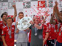 12.05.2018, Football 1. Bundesliga 2017/2018, 34.  match day, FC Bayern Muenchen - VfB Stuttgart, in Allianz-Arena Muenchen. winner ehrung Germanr Meister Bayern Muenchen:  Trainer Jupp Heynckes (FC Bayern Muenchen). *** Local Caption *** © pixathlon<br /> <br /> +++ NED + SUI out !!! +++<br /> Contact: +49-40-22 63 02 60 , info@pixathlon.de